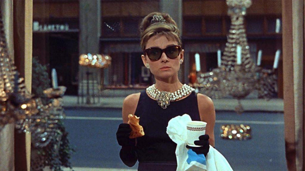 Чёрное платье Одри Хепберн из «Завтрака у Тиффани» стало культовым среди женских костюмов