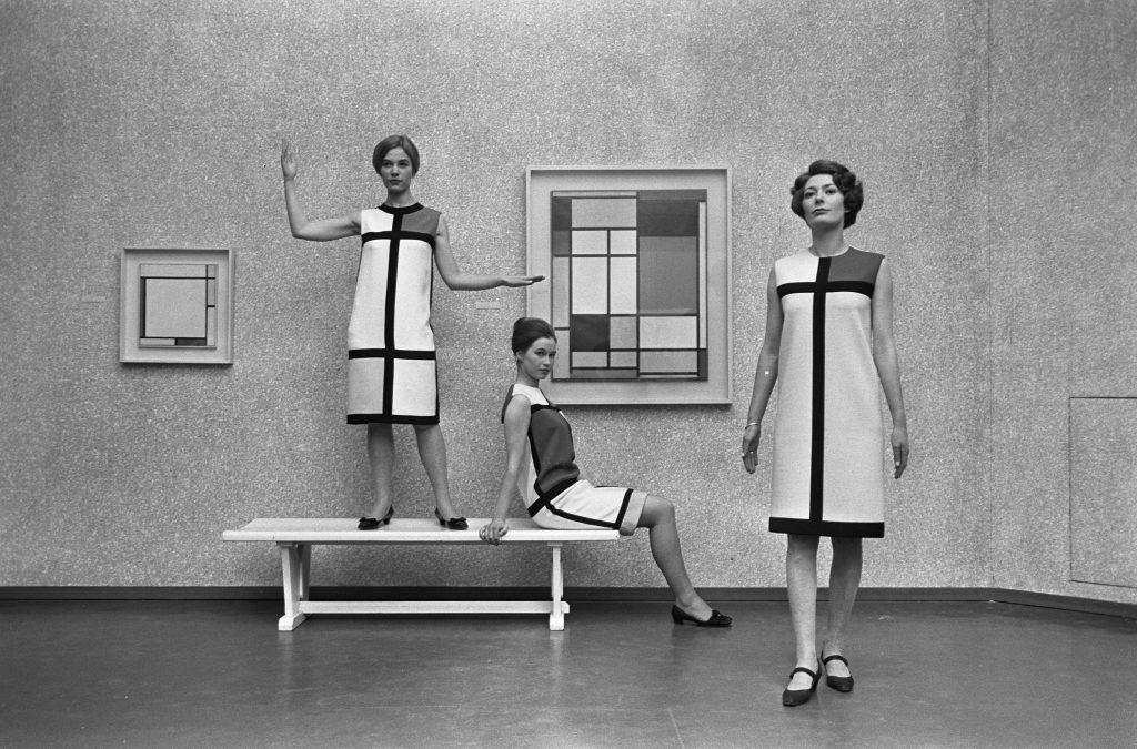 Платье Мондриан из коллекции Ив-Сен-Лорана изменило моду на женские костюмы