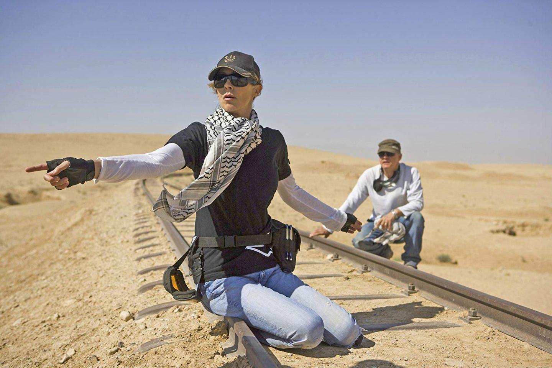 Кэтрин Бигелоу на съёмках «Повелителя бури»