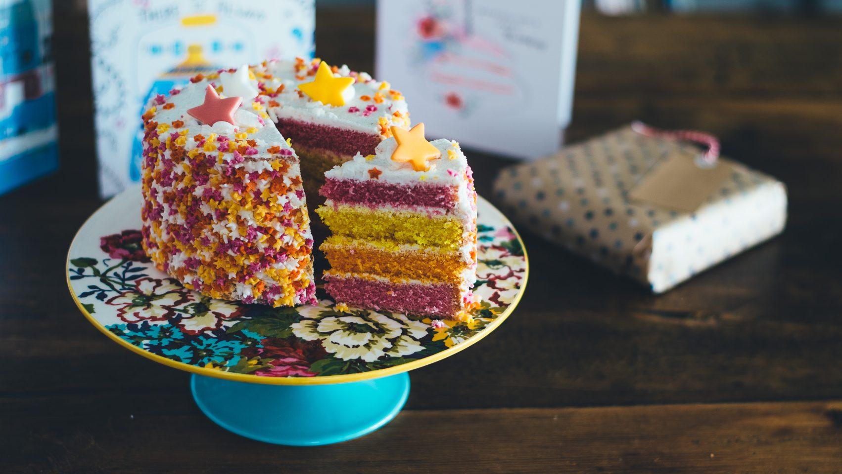 Самодельный торт на День подруг