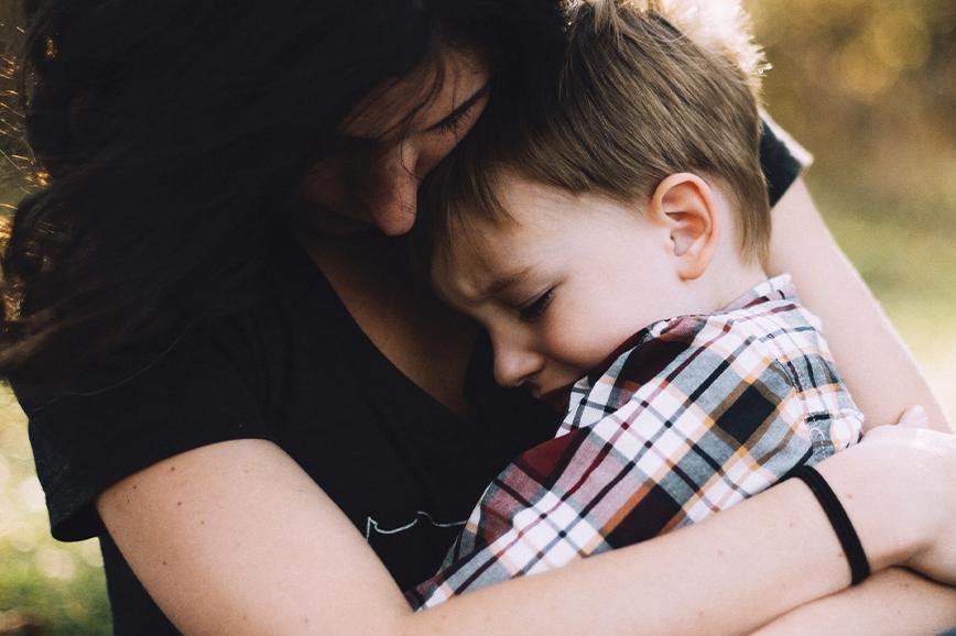 Людмила Петрановская: ребёнка нужно брать на руки, если он испуган или расстроен