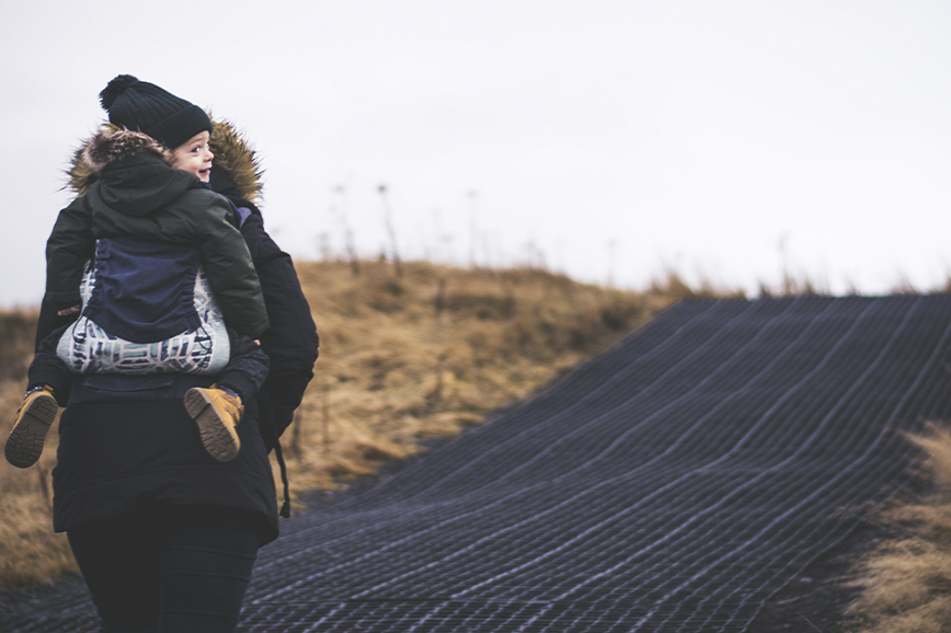 Людмила Петрановская: не надо отучать ребёнка от рук