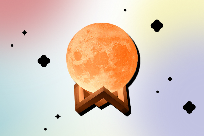 Как украсить спальню: ночник в форме Луны