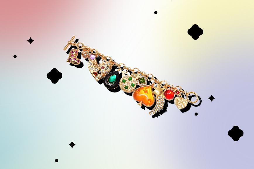 необычная бижутерия: браслеты с подвесками