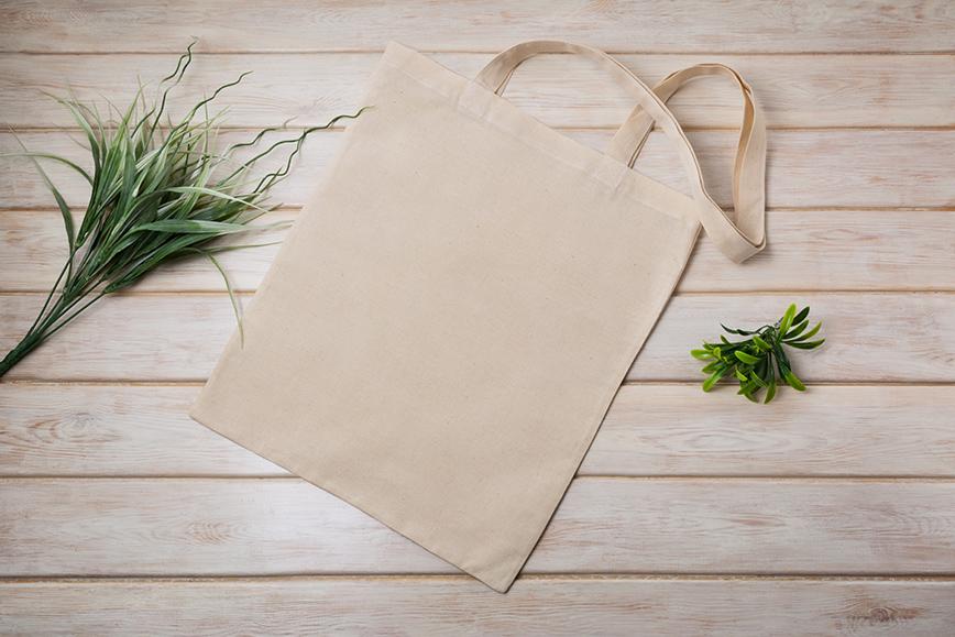 как экологично упаковать подарок: полотенце или экосумка