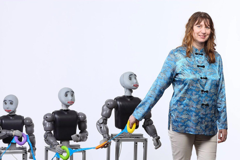 Женщина-учёная Майя Матарич создаёт роботов, которые помогают в терапии детей с аутизмом, людей с болезнью Альцгеймера