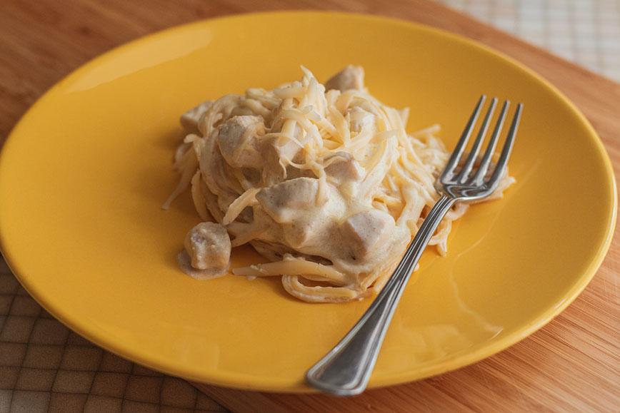 простые вкусные рецепты: Паста с курицей в сливочном соусе