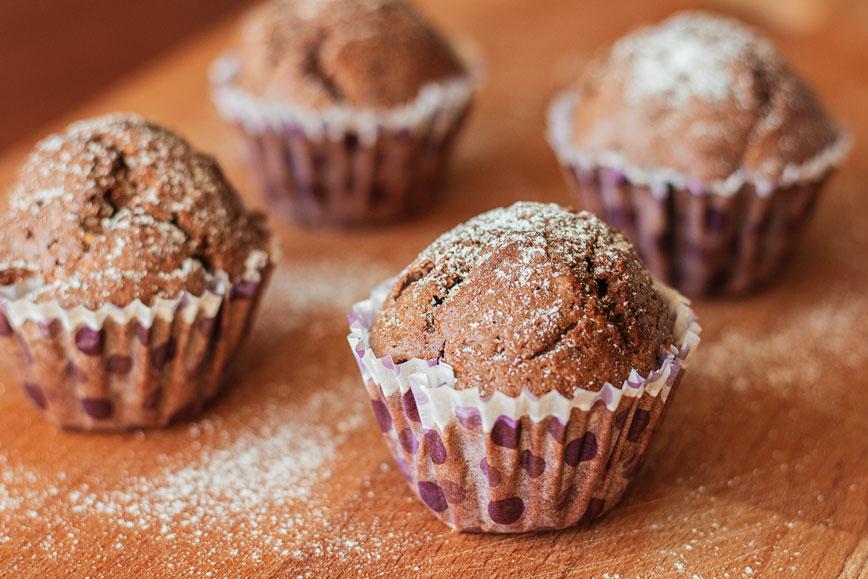 Необычный десерт: шоколадные маффины с кабачком
