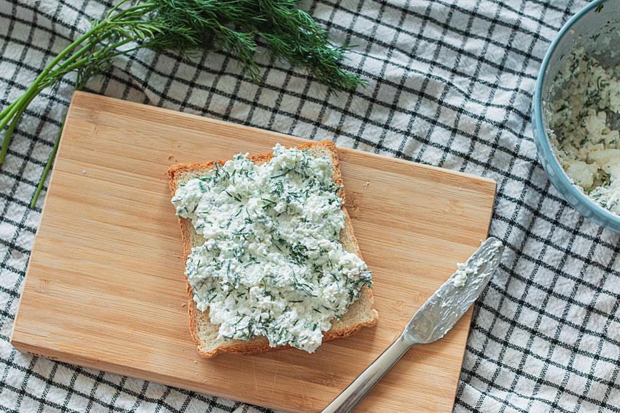 Обед в офис: сэндвич с творожной намазкой